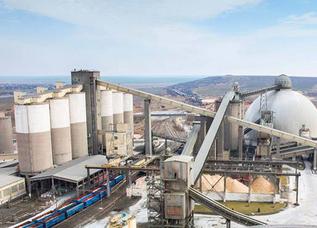 CRH Ciment, compania condusă în 2015 de vicepremierul Costin Borc, a ajuns anul trecut la afaceri de 852 mil. lei